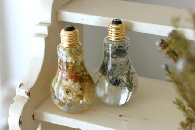 ハーバリウムはプレゼントにも喜ばれそう!|簡単おしゃれなハーバリウムの作り方。部屋のインテリアに枯れない花を取り入れよう