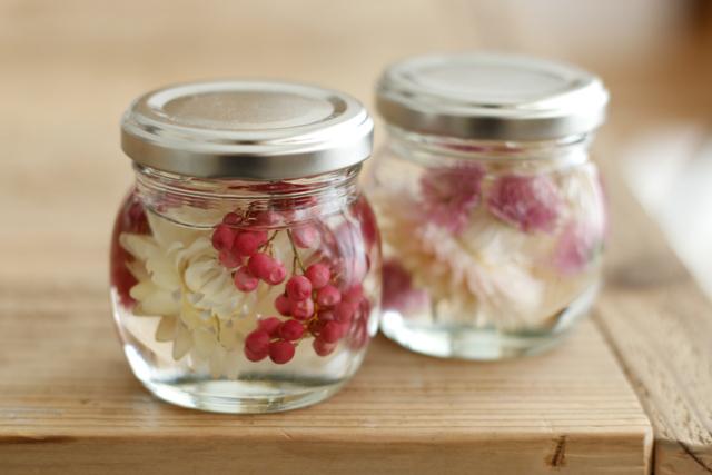 花材にスパイスを合わせても素敵|簡単おしゃれなハーバリウムの作り方。部屋のインテリアに枯れない花を取り入れよう