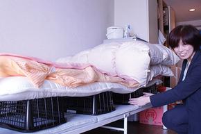 狭い室内に省スペースで布団と枕を干す方法を、家事・収納アドバイザーの本多弘美先生と実践してみた!