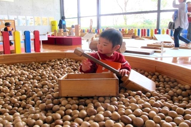 最近では赤ちゃんと一緒に楽しめる室内遊び場も増えている。どんな施設があるかをチェックして、引っ越し先を決めるのもいいかも!|育児をするならどの街? 家族で住む場所や環境の選び方を早稲田大学の佐藤将之先生に聞いてきた