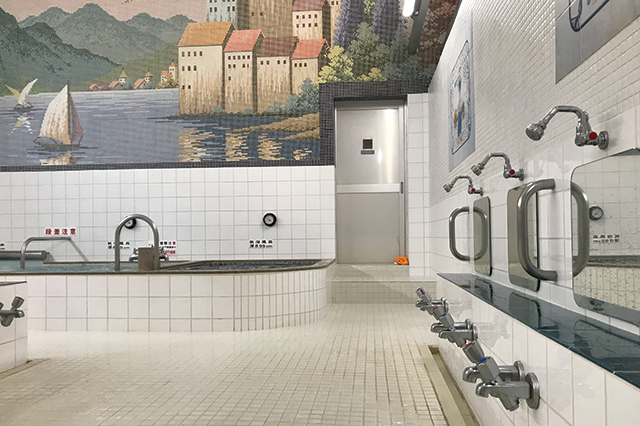 モザイクタイルの壁画がかわいい|ハイソな街・広尾の銭湯 広尾湯の浴室