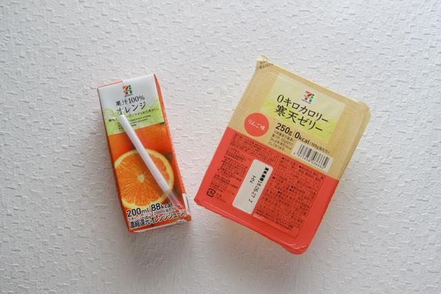 父の日に作りたいお菓子「ビール風ゼリー」を作るのに必要な材料は、りんご味の寒天ゼリーとオレンジジュースだけ