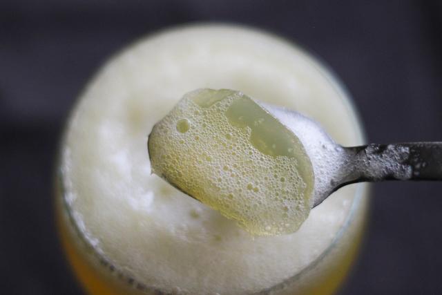 ビールだけれど、飲めません。正体はツルンと喉越し爽やかなゼリー!