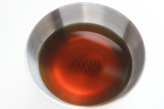 ほうじ茶をボウルに入れ冷ます