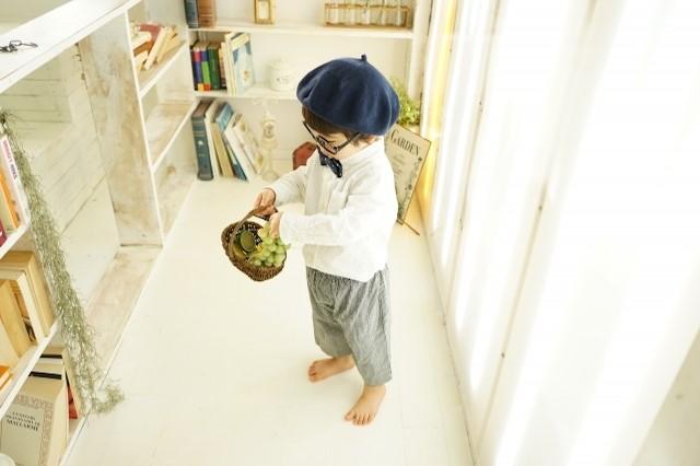 いきなり個室を与えるのではなく、カーテンなどの仕切りで子供のプライベートスペースを作ったほうが親の目も届いて安心