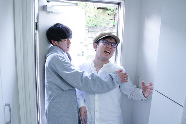 何も言わず家に入ろうとするも、中村さんにガッチリ取り押さえられた!