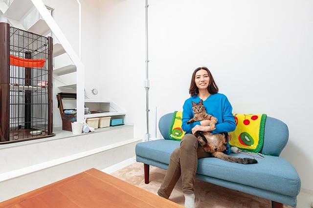 猫共生賃貸に暮らす清水さんと、愛猫のりんちゃん