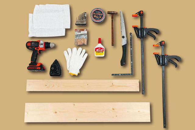 ミニブックスタンドを作るために必要な材料はSPF材、道具として使用するのはのこぎり、電動ドライバー、電動やすり、バークランプ、とんかち、木ダボ、ダボマーカー、アンティークワックス、木工用ボンド、軍手、シート(養生用)、鉛筆、定規