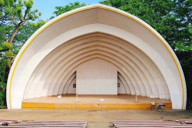 川崎市中原平和公園の野外音楽堂