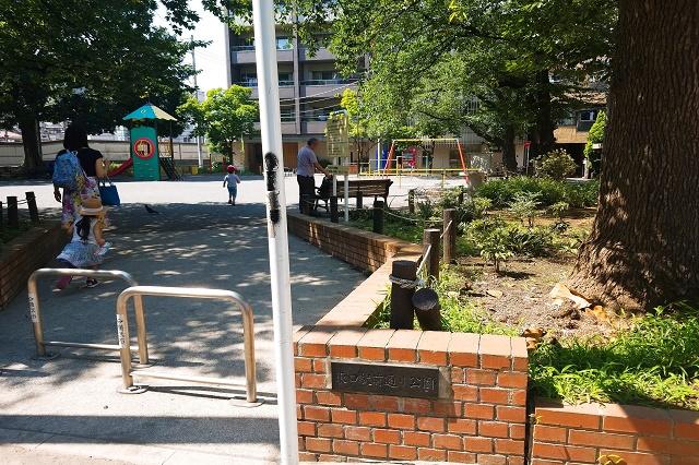 東口駅前通り公園