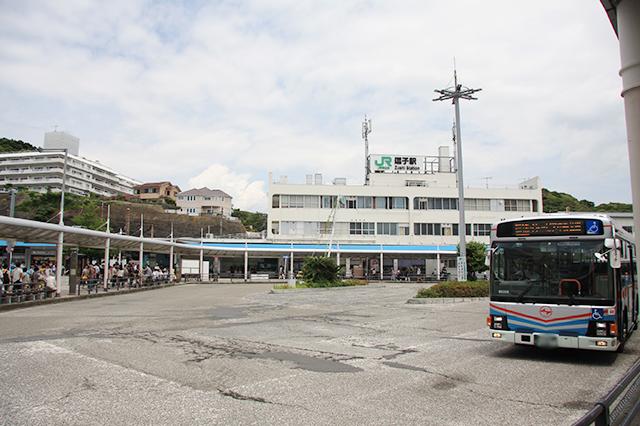 逗子駅東口のロータリー