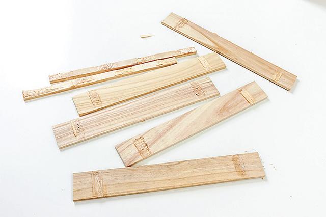 仮面女子・木下友里がチャレンジするDIY作品「卓上ボード」の作り方:解体されたすのこ