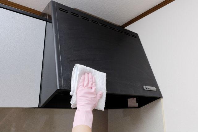 日常的に汚れが溜まるキッチンなどは念入りな掃除が必要|引越しの掃除はココが大事!原状回復とクリーニングの基準