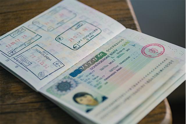 20ヶ国のスタンプが押されたパスポート