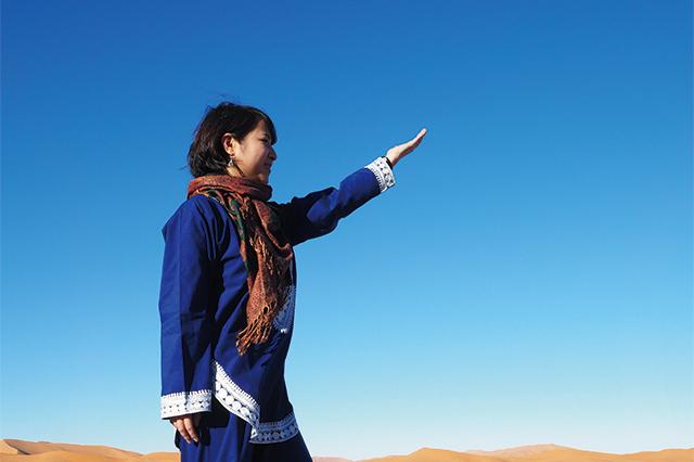 サハラ砂漠での川西里奈さん