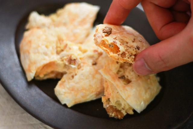 ワインが進む簡単&絶品おつまみレシピ・くるみチーズせんべい。食べ始めたら止まらない!