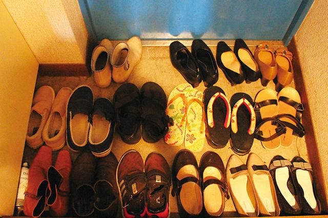 木村が所持する靴は全部で16足。果たしてこれらを全て美しく下駄箱に収納することができるのか!?