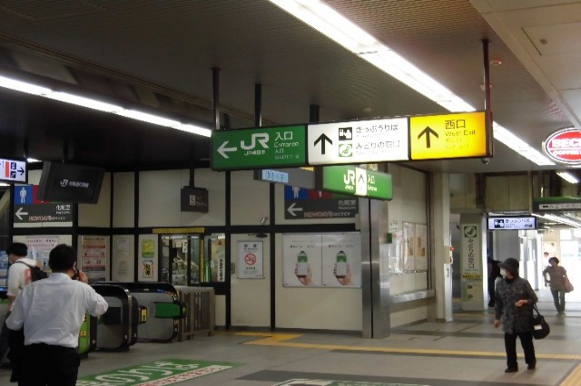 久喜駅改札前