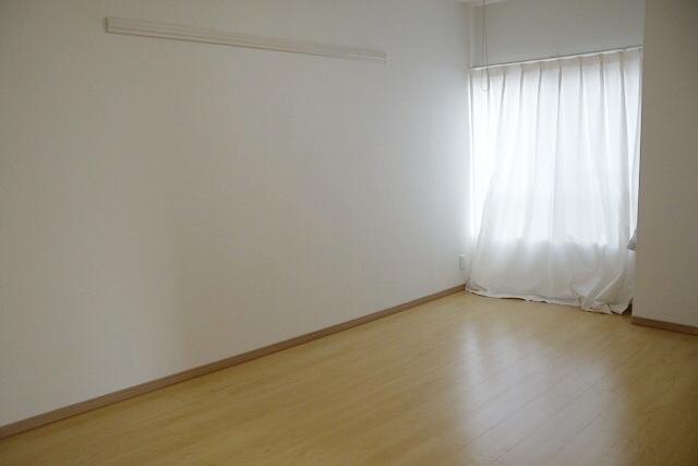 何一つ置かれていないmiwaさん宅の寝室