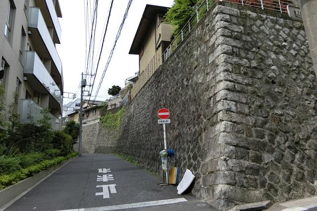 路地と擁壁