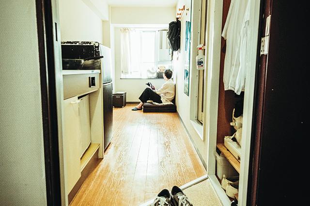 12㎡の狭小ワンルームで暮らす、ミニマリストのハンバート友幸さん