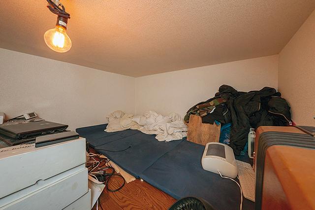 ロフト部分を寝室として使用。ただし、天井と近いせいか、ロフトで寝ると上の階の住人の声がたまに聴こえてきてしまうそう
