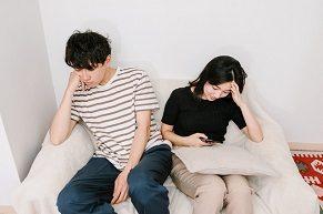 より良い同棲生活を送るためにも、彼氏が不機嫌な時の上手な対処法を知っておくことが重要だ