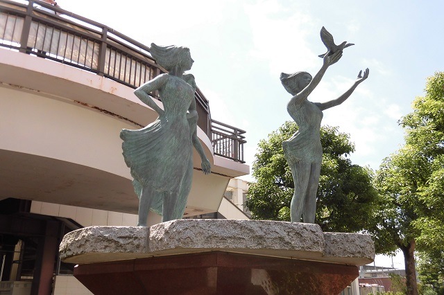 久喜駅西口の銅像