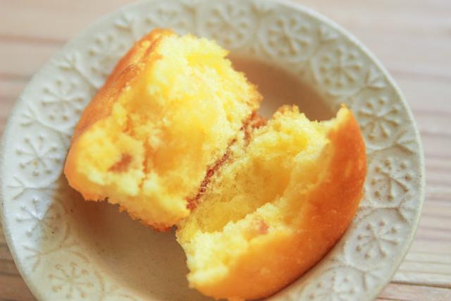 レモンケーキの中身はレモンクリームとレモンピール