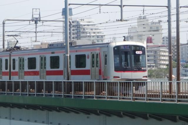 渋谷から横浜を結ぶ東急東横線は都内でも人気が高い