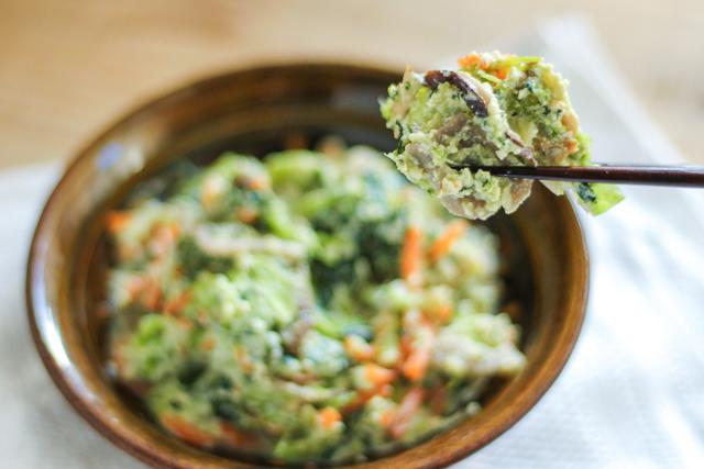 無印良品の冷凍食品「小松菜の白和え」の試食