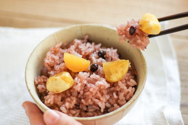 無印良品の冷凍食品「栗と赤飯のおこわ」の試食