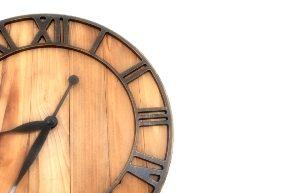賃貸物件の壁に時計を掛けることは可能?