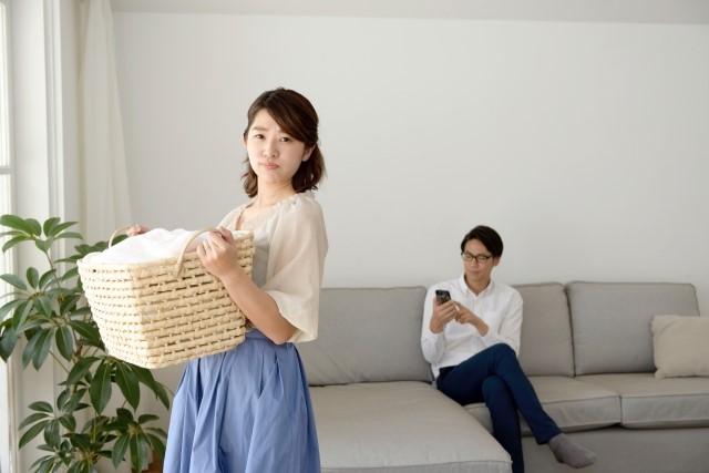 同棲中の家事分担に不満を持つ女性