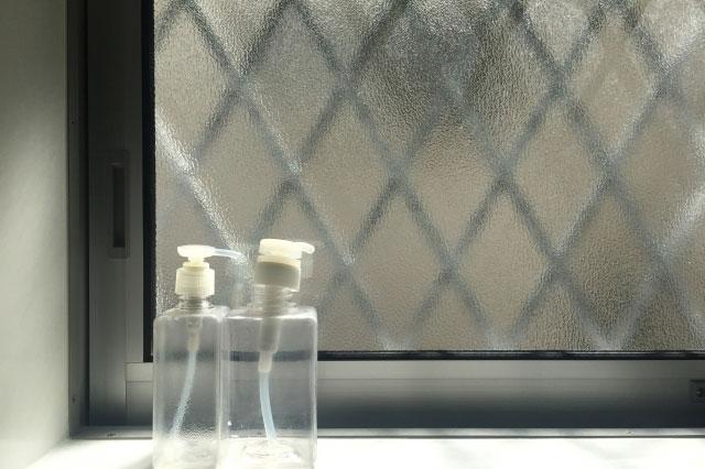 換気扇が回されているときに閉められている窓