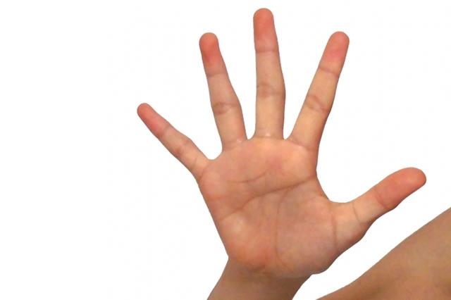 手のひらを広げる女性