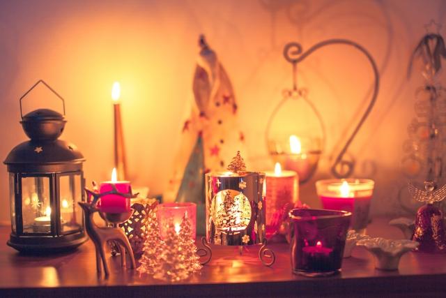 クリスマスキャンドルを飾った部屋