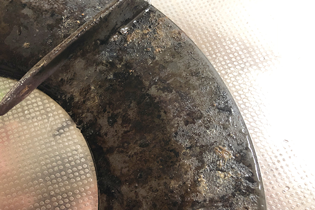 ギトギトの油汚れがびっしりのコンロ
