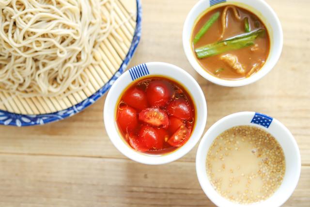 トマト、豆乳みそ、カレー南蛮!一瞬でできる「年越しそば」簡単アレンジレシピ