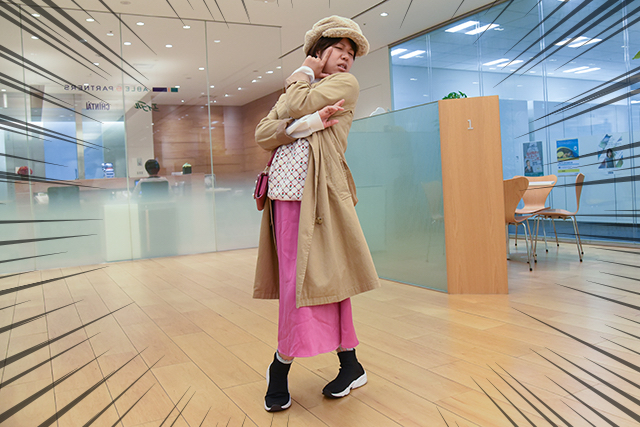 綱島が驚くような服装で登場した木村