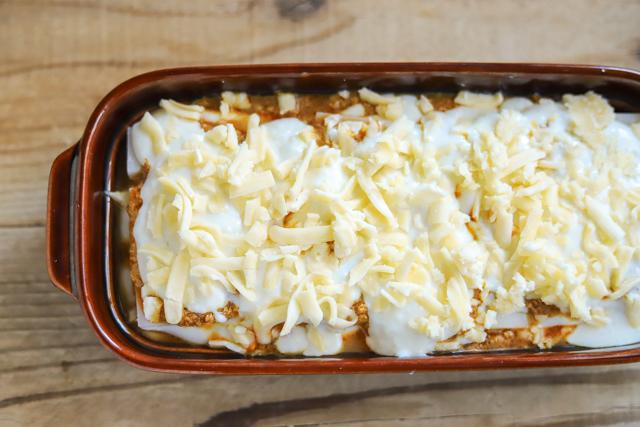 余ったお餅で作る餅カレーラザニアのレシピ工程:最後にチーズをたっぷりのせる
