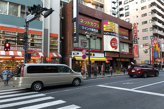 練馬駅西口前の大通り