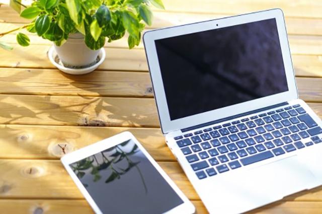 通信費がかかるスマートフォンやパソコン