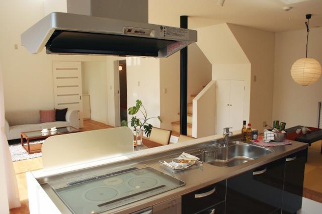 リフォームやリノベーションによって改造された対面キッチン