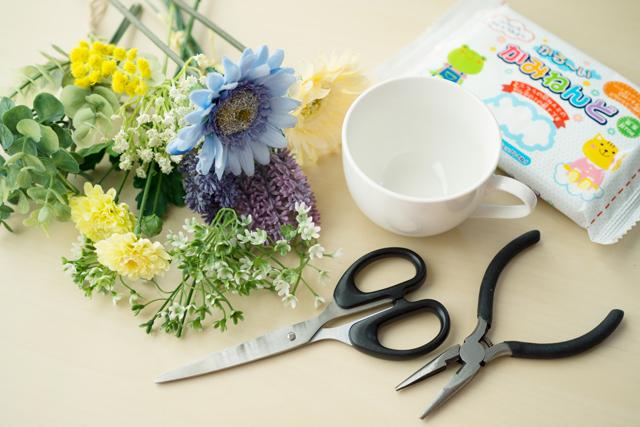 100円ショップ・セリアで購入した造花アレンジメントの材料と道具