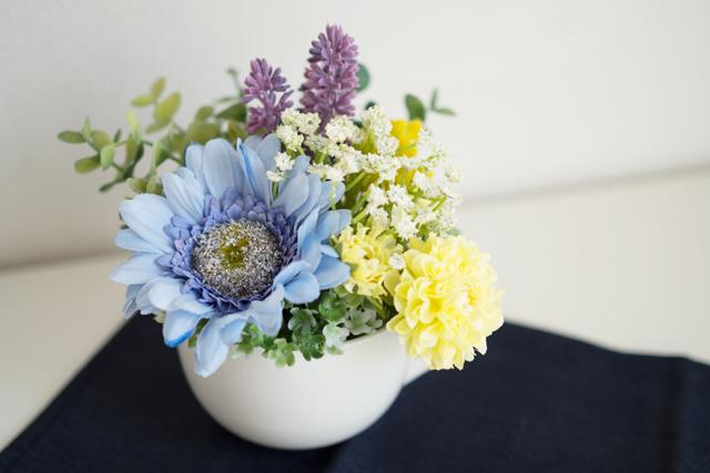 100均の材料で作る造花アレンジメントの完成写真