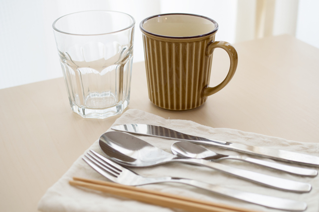 一人暮らしを始めたら揃えておきたいカップやカトラリー類