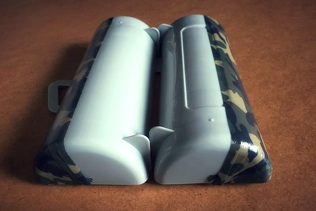 コロコロクリーナーのリメイク工程:コロコロケースの長辺+側面の長さで養生テープを切り、端から貼っていく