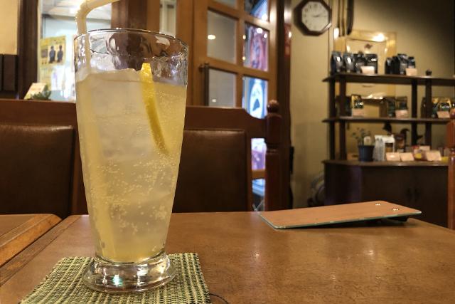Big Tree Cafeのレモンスカッシュ