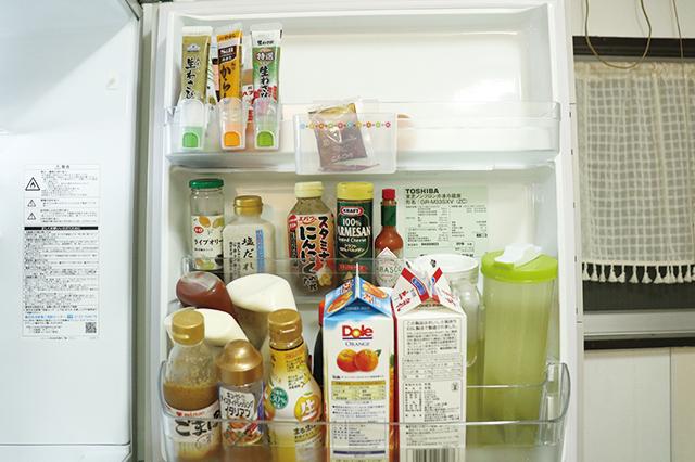 すっきりと収納された冷蔵庫のドアポケット